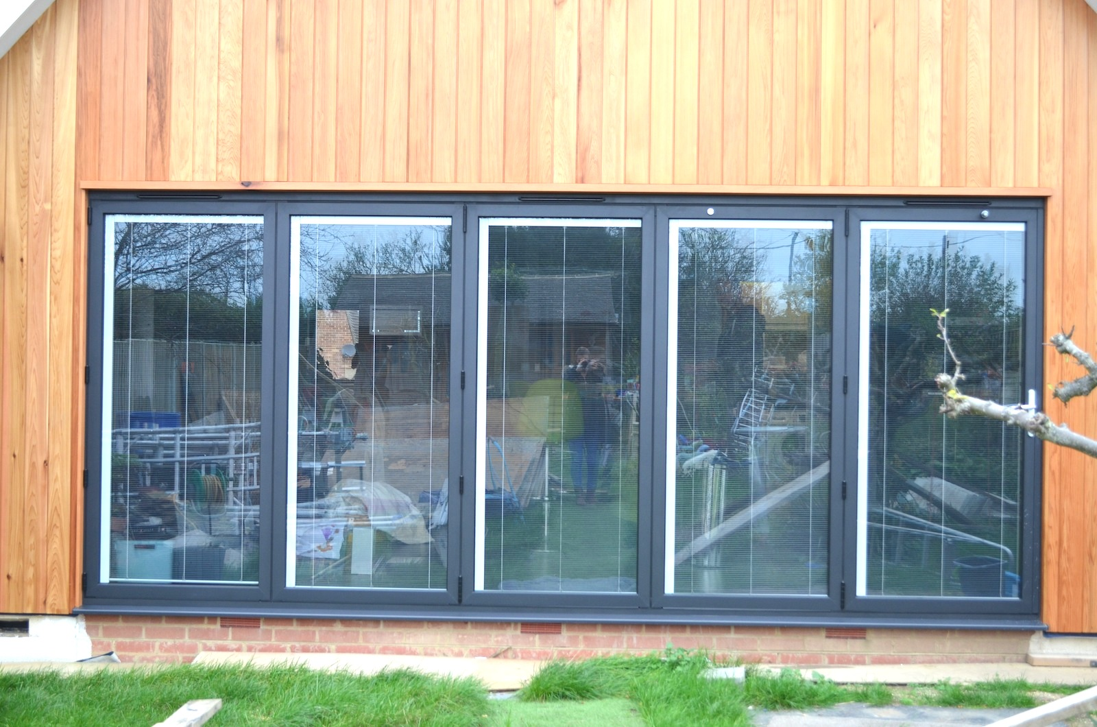 Aluminium bi fold doors dwl windows doors conservatories for Aluminium glass windows and doors