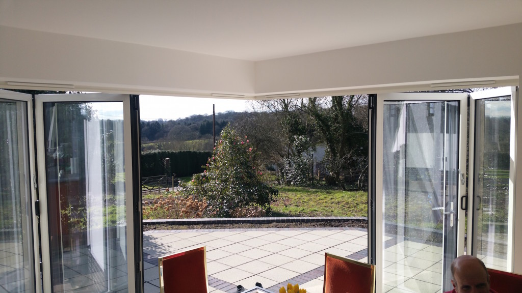 Cornerless bifold doors aluminium installers